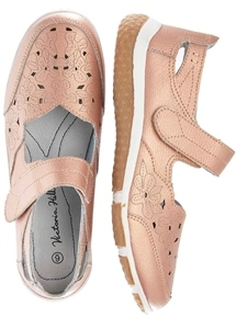 Scallop Touch Close Shoe
